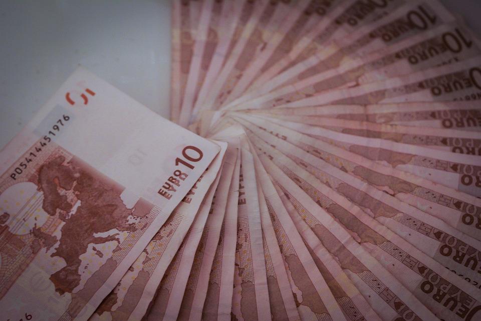 desetieurové bankovky