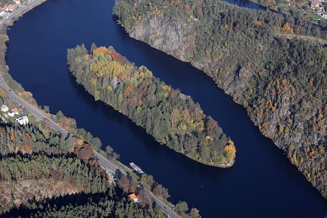 ostrov v řece